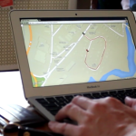 Spacer z psem dronem AR Drone
