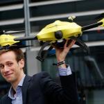 Alec Momont i jego dron ratowniczy z wbudowanym defibrylatorem