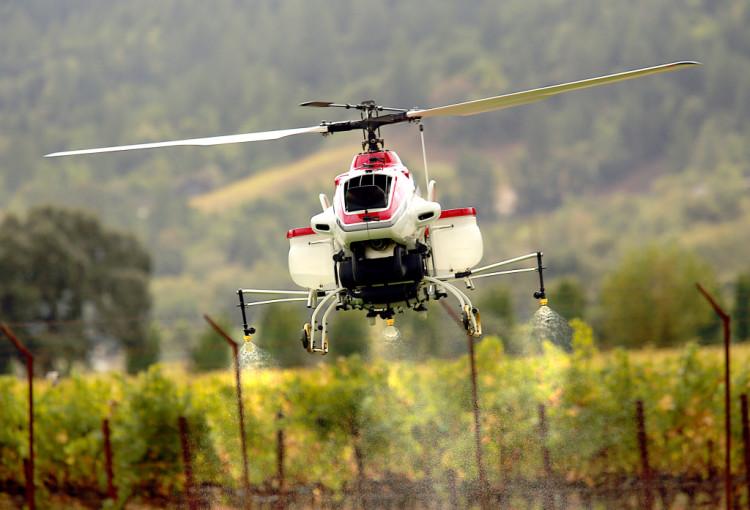 Yamaha R-50 - dron rolniczy