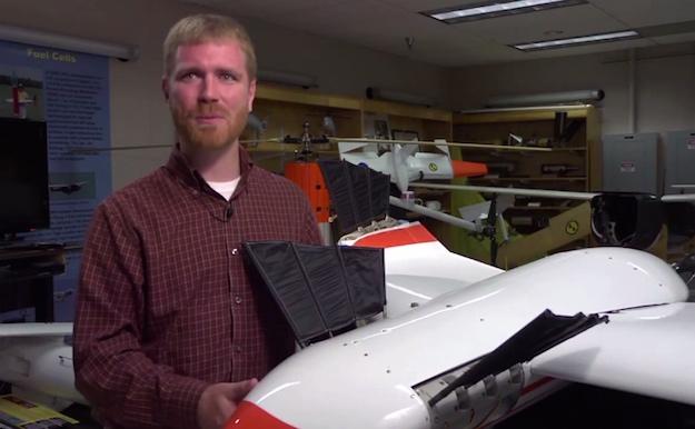 Dron Flimmer i jego konstruktor Dan Edwards