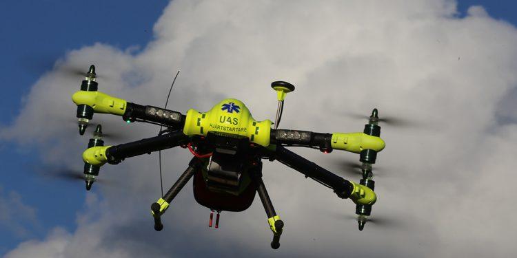 FlyPulse AB - dron z defibrylatorem