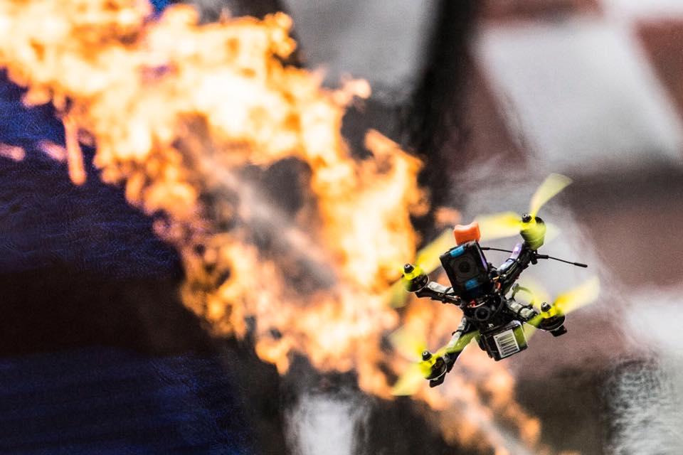 RotoRacer Slim - dron Macieja Poschwalda podczas wyścigów Red Bull DR.ONE