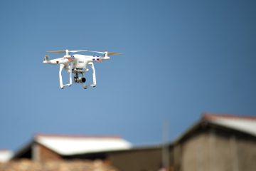 Dron nad cudzą posesją