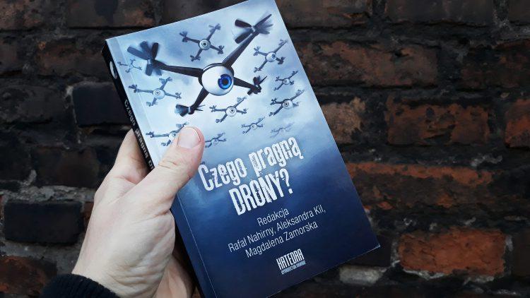 Czego pragną DRONY? - recenzja książki