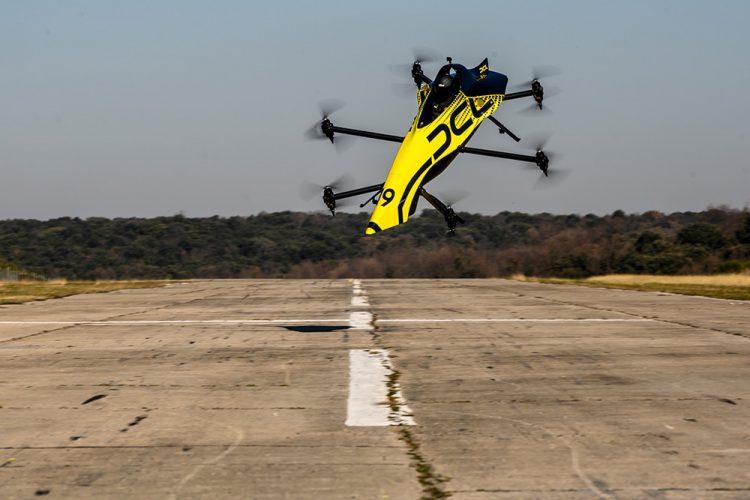 Pierwszy na świecie załogowy dron akrobacyjny/wyścigowy - DCL