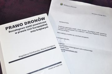 """Recenzja książki """"Prawo dronów"""" wydawnictwa Wolters Kluwer"""