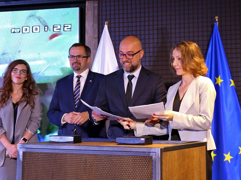 """Podpisanie umowy na realizację projektu """"Usługi cyfrowe dla BSP"""" - 30.06.2020"""