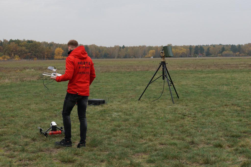 Pokaz systemu antydronowego Hertz - 27.10.2020 r. - Lotnisko Warszawa-Babice