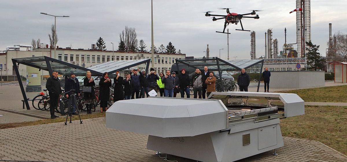 Stacja dokująca dla dronów - Dronehub